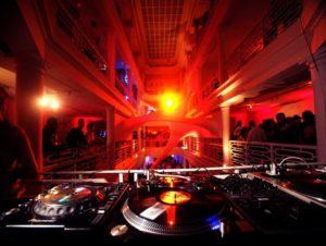 4_19_c-11-300x226 - AVA Club